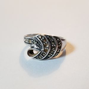 4/$20💜Sterling Silver Marcasite Wave Ring Size 8